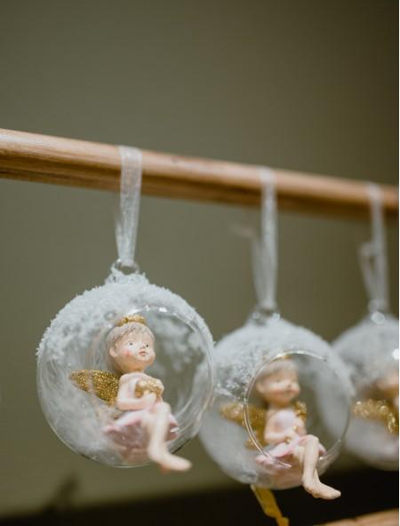 Χριστουγεννιάτικο στολίδι αγγελάκι σε μπάλα με καρδιά