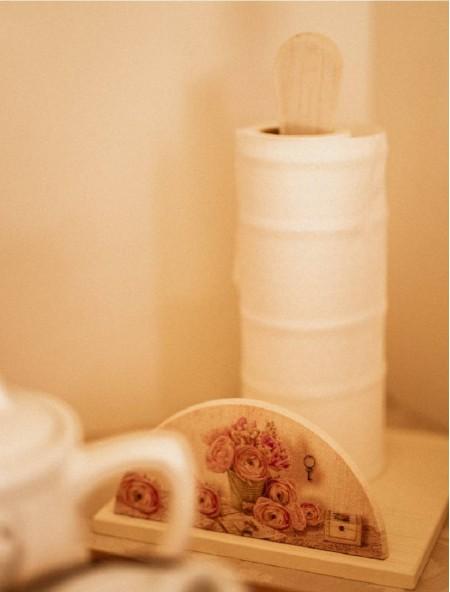 Βάση ξύλινη για ρολό κουζίνας vintage με λουλούδια