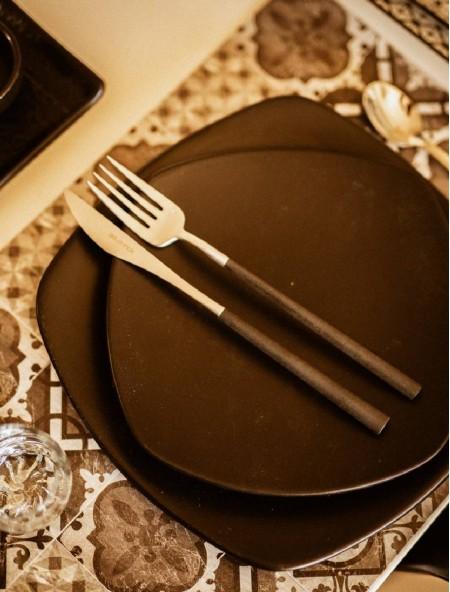 Πιάτο πορσελάνης ρηχό μαύρο