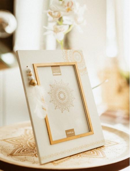 Κορνίζα ξύλινη λευκή με έθνικ σχέδιο