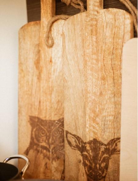 """Επιφάνεια κοπής ξύλινη ορθογώνια """"ελάφι"""""""