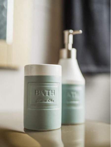 Δοχείο για οδοντόβουρτσες κεραμικό με ανάγλυφα γράμματα BATH